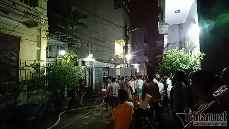 Hà Nội: Cháy nhà, cả làng múc nước dập lửa