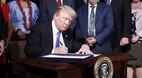 Ông Trump ký luật trừng phạt Nga