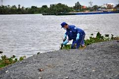 Xác nam thanh niên lõa thể nổi trên sông Sài Gòn