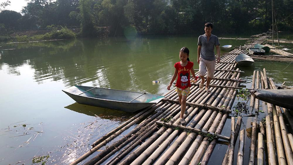 Lạng Sơn: Thót tim qua sông trên cầu phao tre nứa mong manh - ảnh 5