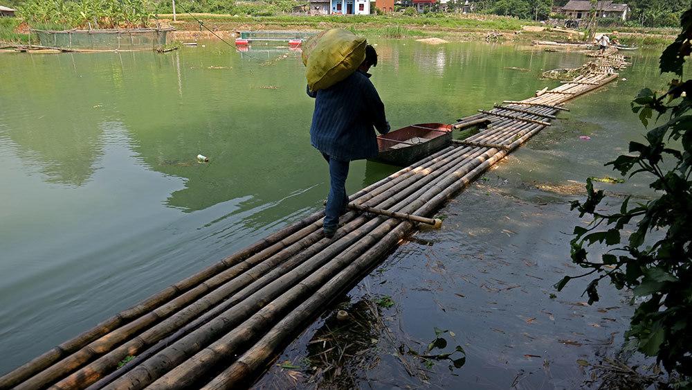 Lạng Sơn: Thót tim qua sông trên cầu phao tre nứa mong manh - ảnh 6