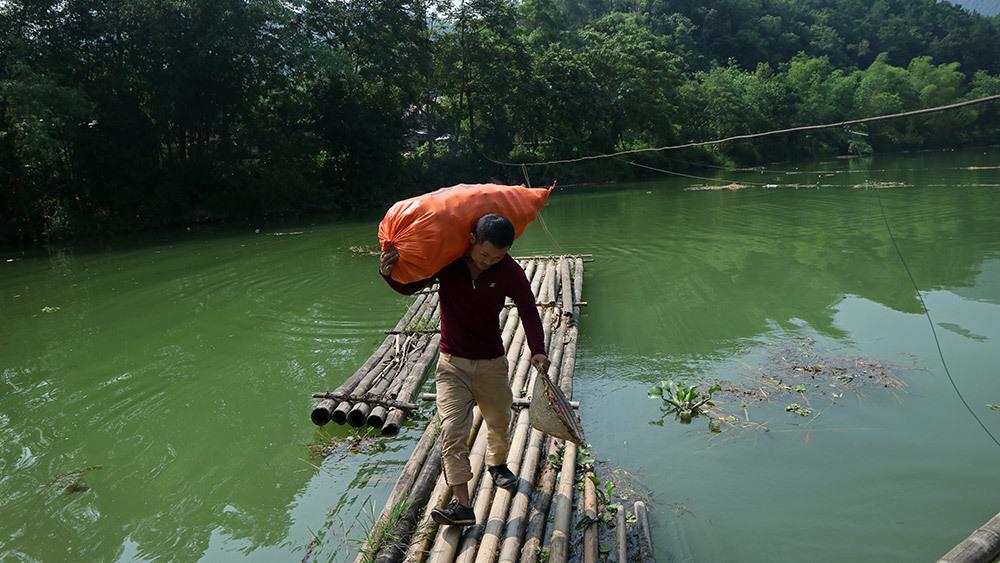 Lạng Sơn: Thót tim qua sông trên cầu phao tre nứa mong manh - ảnh 7