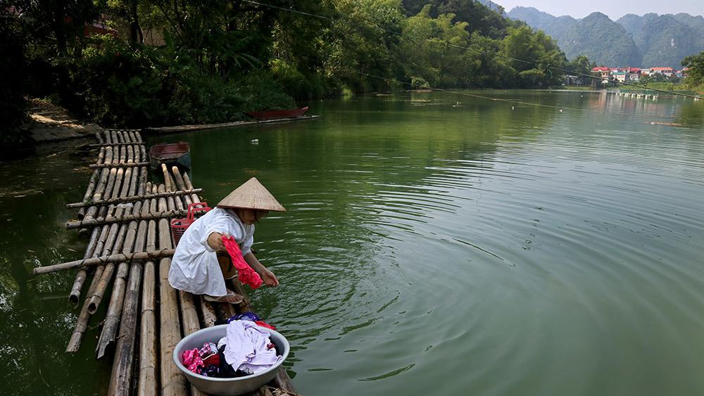 Lạng Sơn: Thót tim qua sông trên cầu phao tre nứa mong manh - ảnh 8
