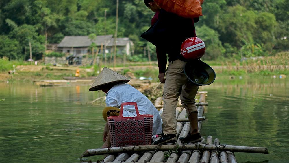 Lạng Sơn: Thót tim qua sông trên cầu phao tre nứa mong manh - ảnh 9