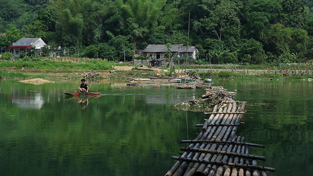 Lạng Sơn: Thót tim qua sông trên cầu phao tre nứa mong manh - ảnh 10