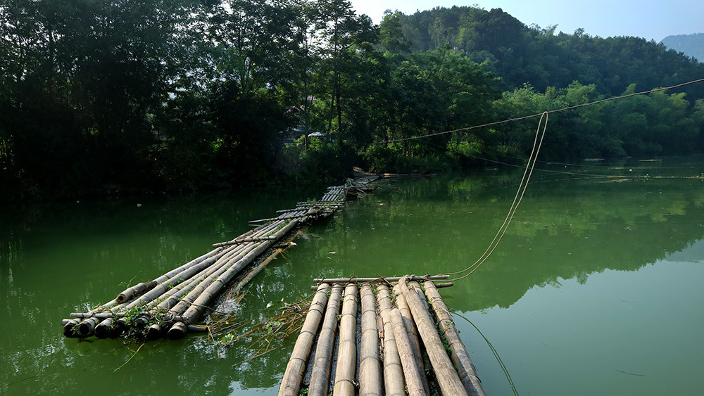 Lạng Sơn: Thót tim qua sông trên cầu phao tre nứa mong manh - ảnh 3