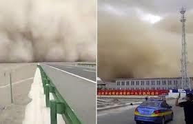 Bão cát khổng lồ 'nuốt chửng' cả một thị trấn