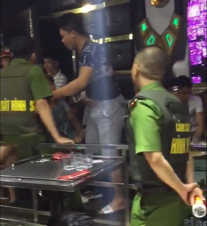 Đột kích quán bar, 40 dân chơi dương tính với chất kích thích