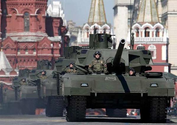 Putin điều đoàn xe tăng lừng danh tới biên giới NATO