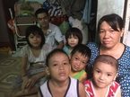 Người mẹ đơn thân của 11 trẻ rụng rời khi nghe câu nói của con