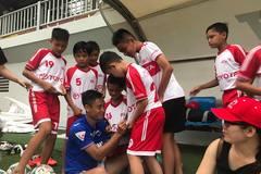 Vũ Minh Tuấn bay bổng cùng thần tượng ươm mầm cầu thủ nhí