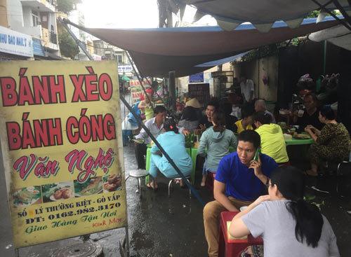 Quán ăn lãng mạn ở Sài Gòn: Anh đàn, em hát bên gánh bánh xèo