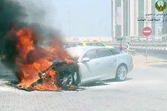 UAE 'nóng như chảo rang', ô tô tự bốc cháy