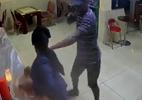 10 clip 'nóng': Cướp rút súng uy hiếp nữ khách, vét sạch nhà hàng