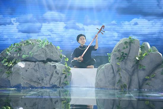 'Sơn Tùng M-TP phiên bản nhí' trổ tài đọc thơ khiến Cẩm Ly cười ngất