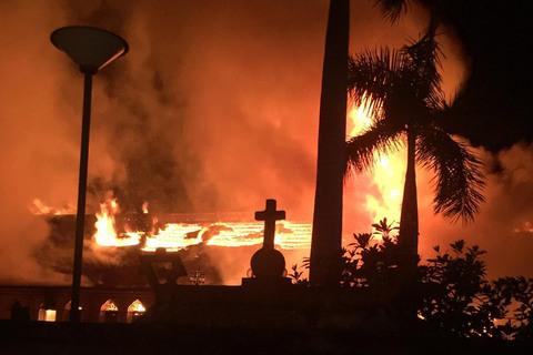cháy nhà thờ