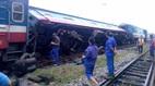 Tàu hỏa chở khách bị trật bánh ở Hà Nội