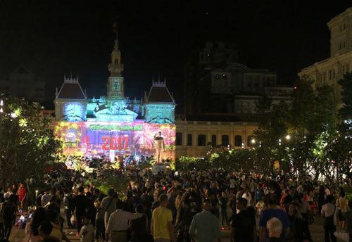 cấm đường trung tâm Sài Gòn, cấm xe, 50 năm thành lập ASEAN,