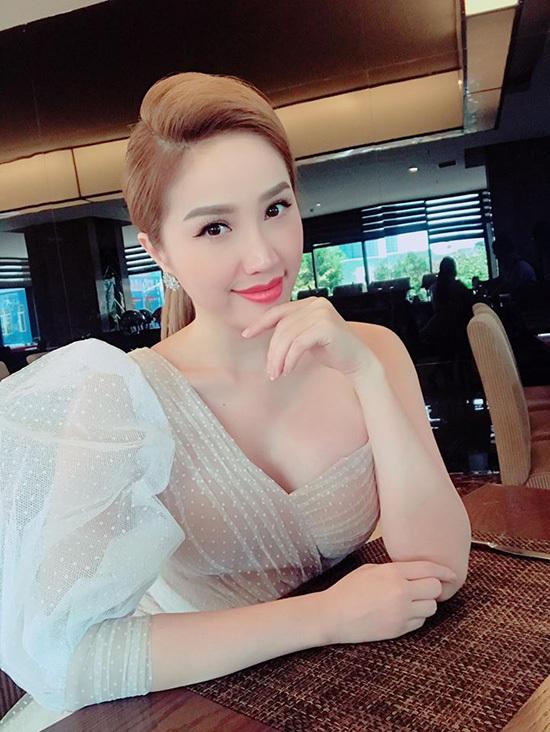 Lã Thanh Huyền, Mỹ Tâm, Lan Khuê, Trấn Thành, Bảo Thy, Làng sao