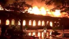 Cháy nhà thờ Trung Lao: Kỷ niệm tuổi thơ tan trong biển lửa