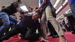 Nghị sĩ Đài Loan 'hỗn chiến' ngay giữa phiên họp