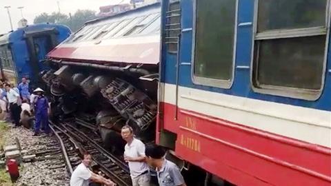 tàu trật bánh, tàu hỏa trật bánh, ga Yên Viên, Tổng công ty Đường sắt, Hà Nội