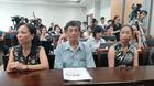 Bé bị bạo hành, bỏ lại BV: Bà nội muốn thử ADN