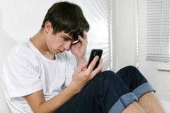 Trẻ vị thành niên tăng trầm cảm, tự tử vì smartphone