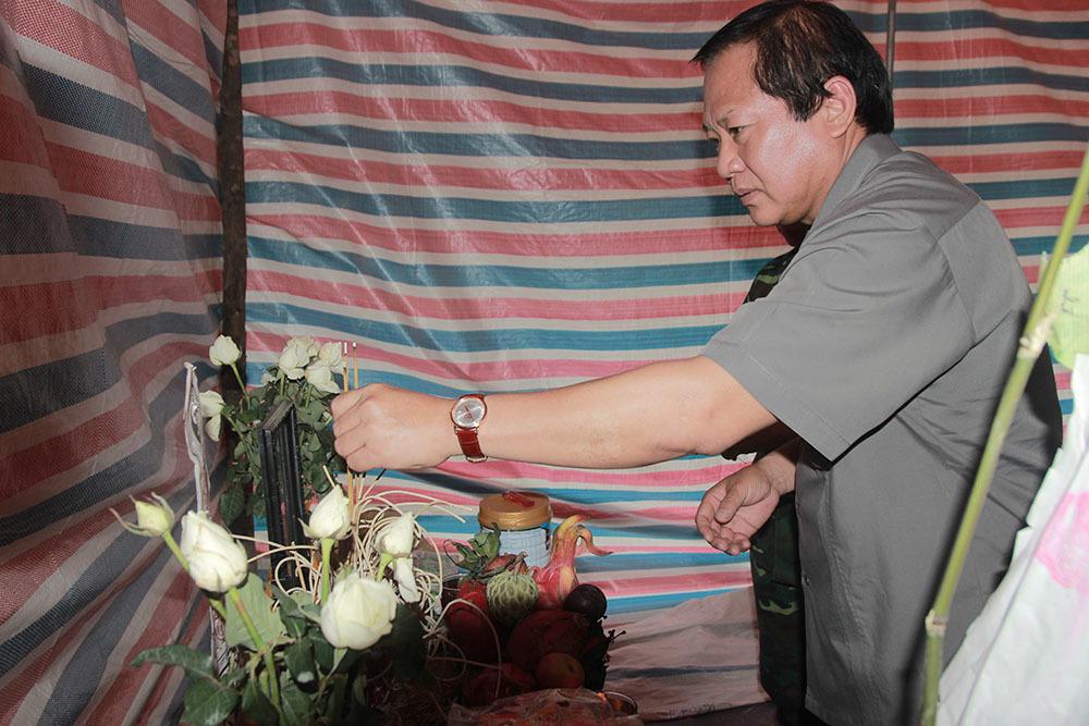 Bộ trưởng TT&TT thăm hỏi bà con vùng lũ Mù Cang Chải