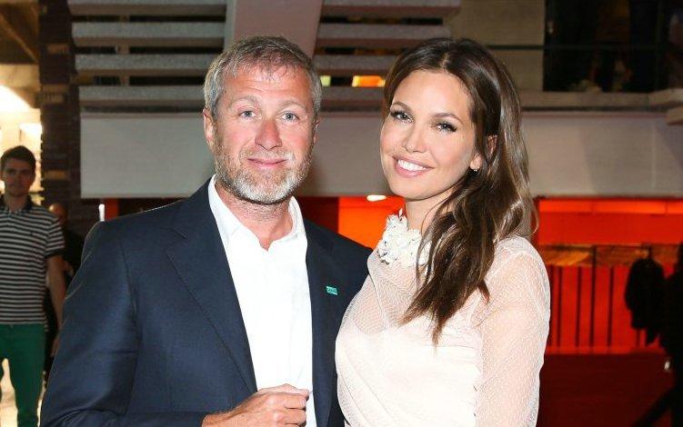 Ông chủ Chelsea, tỷ phú Abramovich bỏ vợ trẻ kém 15 tuổi