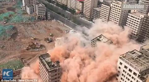 Cả đô thị bị đánh sập trong 20 giây