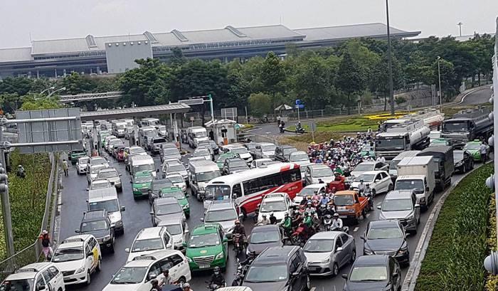 cầu vượt 240 tỷ, kẹt xe, sân bay Tân Sơn Nhất, ùn tắc giao thông