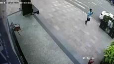 Ô tô 'không cánh mà bay' khi cô gái vào cây ATM rút tiền