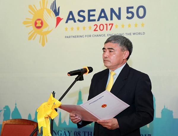 Phát hành bộ tem đặc biệt 50 năm ASEAN