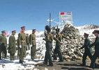 Căng thẳng gia tăng, Trung Quốc rút kiều dân khỏi Ấn Độ