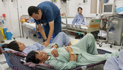 Sốt xuất huyết: Nhà giàu cũng bị từ chối nhập viện vì quá tải