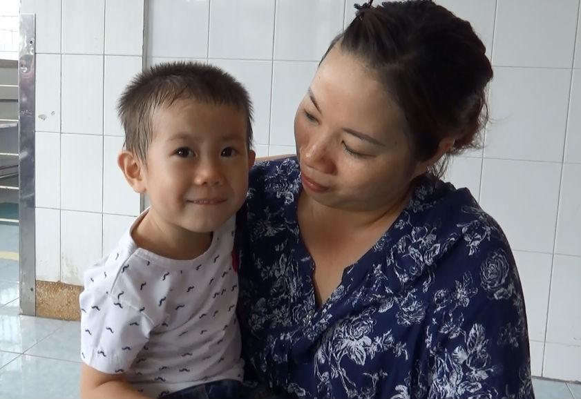 Bé trai 2 tuổi nghi bị bỏ rơi ở trung tâm Sài Gòn
