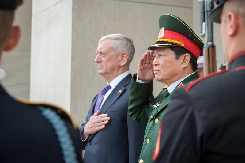 tàu sân bay, Bộ trưởng Quốc phòng, Ngô Xuân Lịch, Hoa Kỳ
