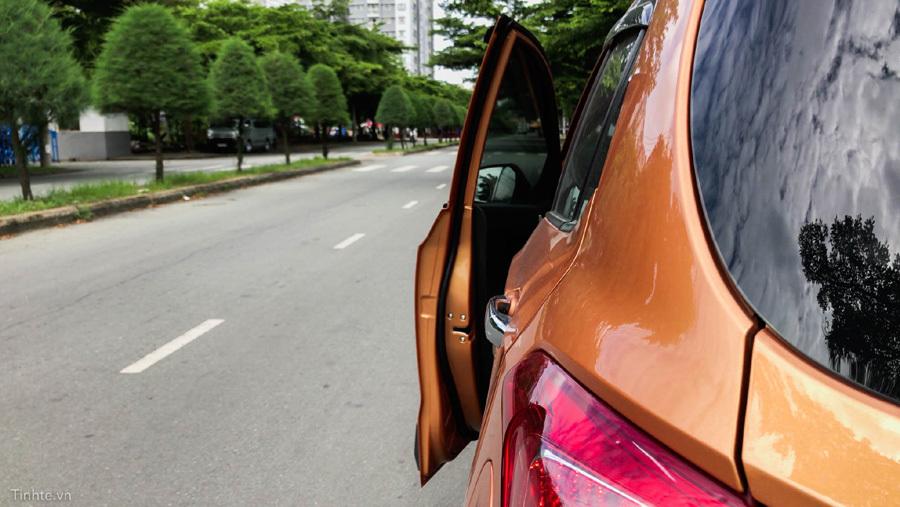 Bí quyết mở cửa ô tô không bao giờ gây tai nạn