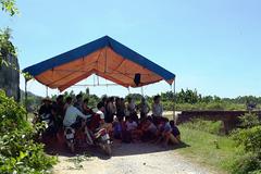 Chôn rác sát nhà dân, 500 gia đình dựng lều phản ứng
