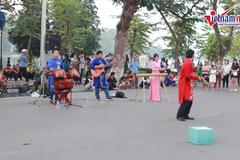 Hà Nội bàn cấp phép đàn, ca trên phố đi bộ