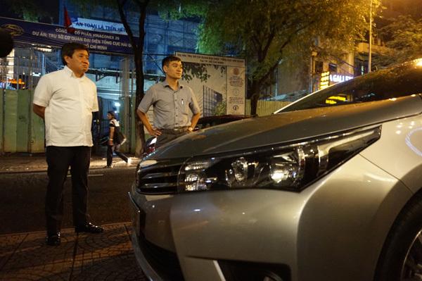 Ông Đoàn Ngọc Hải ''xử' siêu xe, ôtô biển đỏ chiếm vỉa hè