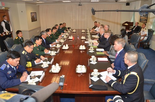 Việt - Mỹ,Bộ trưởng Quốc phòng,Ngô Xuân Lịch,tàu sân bay,chất độc da cam,tẩy độc sân bay,cảnh sát biển