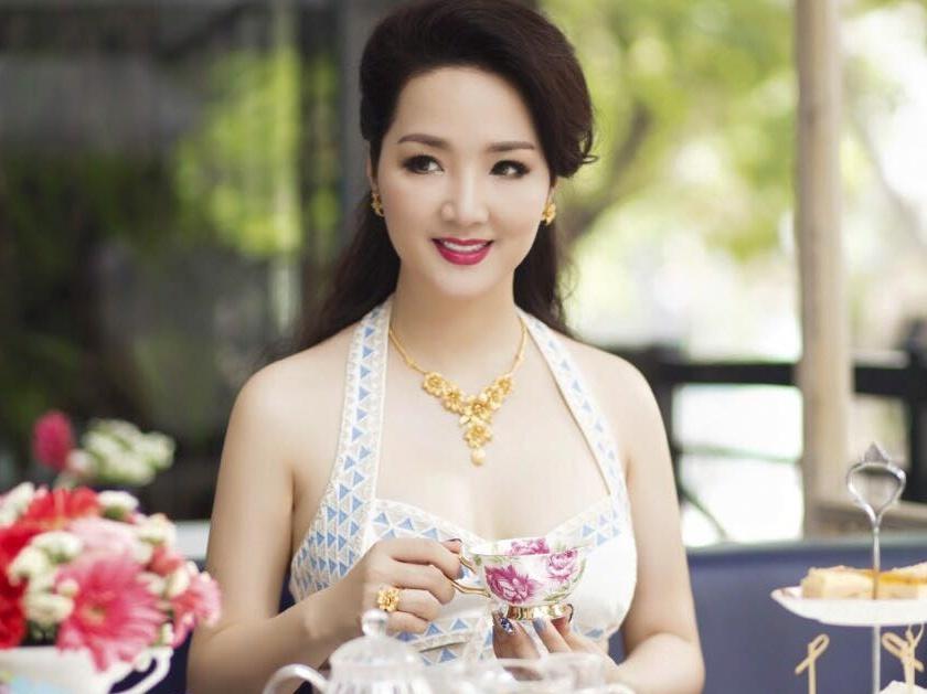 Hoa hậu Giáng My U50 vẫn đẹp không tưởng
