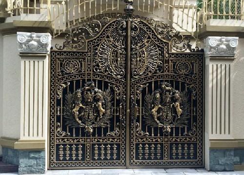 biệt thự, đại gia Thái Bình, cổng nhôm đúc mạ đồng