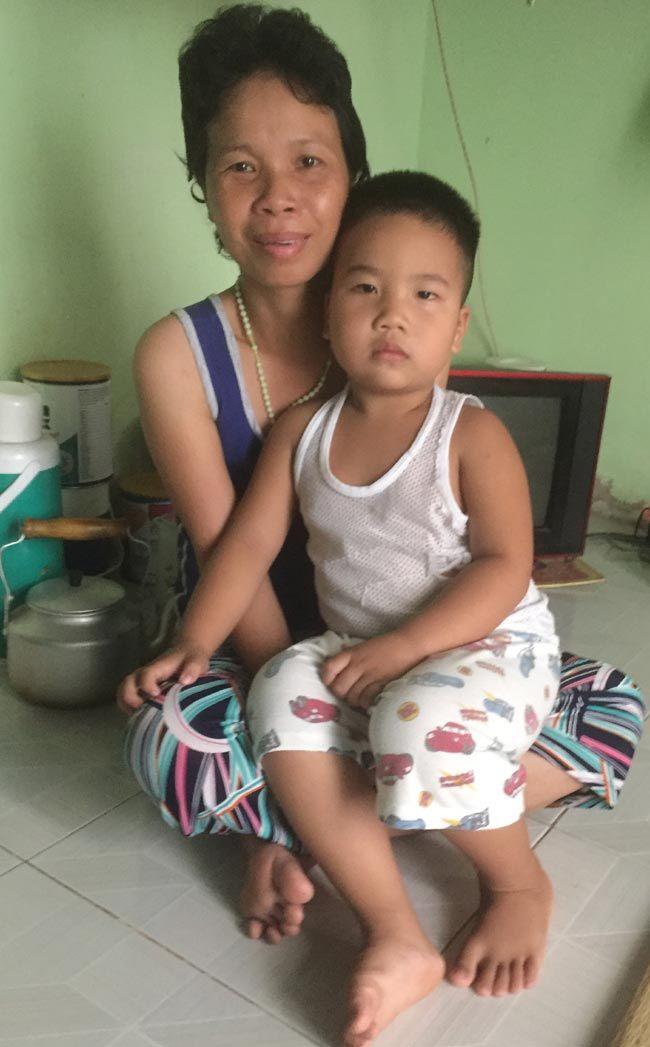 Mẹ đơn thân, Ung thư, Hoàn cảnh khó khăn