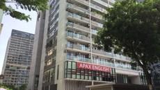 Hà Nội: Kinh hãi kính chắn ban công chung cư đột nhiên vỡ vụn