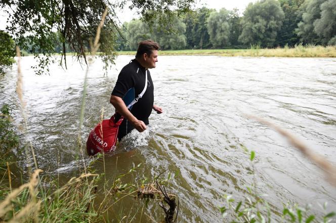 Đàn ông, Bơi đi làm, Đức, Phương tiện giao thông, Kỳ lạ, Sông Isar