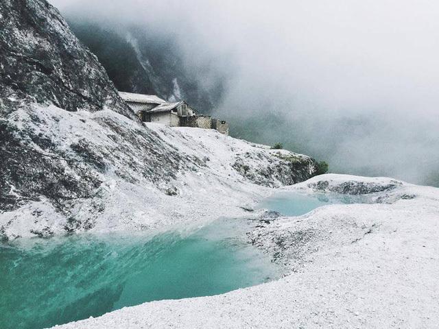 Ngọn đèo phủ đầy 'tuyết' trắng đẹp như châu Âu ở Hòa Bình
