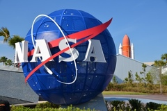 NASA tìm kiếm nhân viên bảo vệ Trái Đất, mức lương cao không tưởng